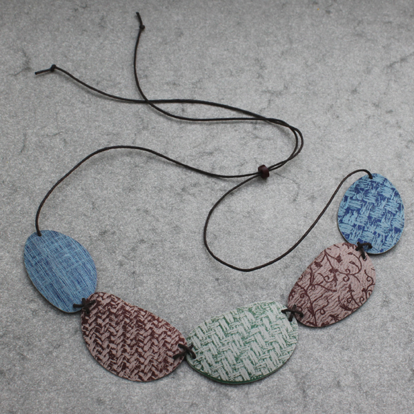 five pebble necklace