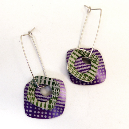 square earrings mauve/green