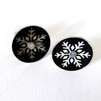 Snowflake earstuds med black £12.50 including postage